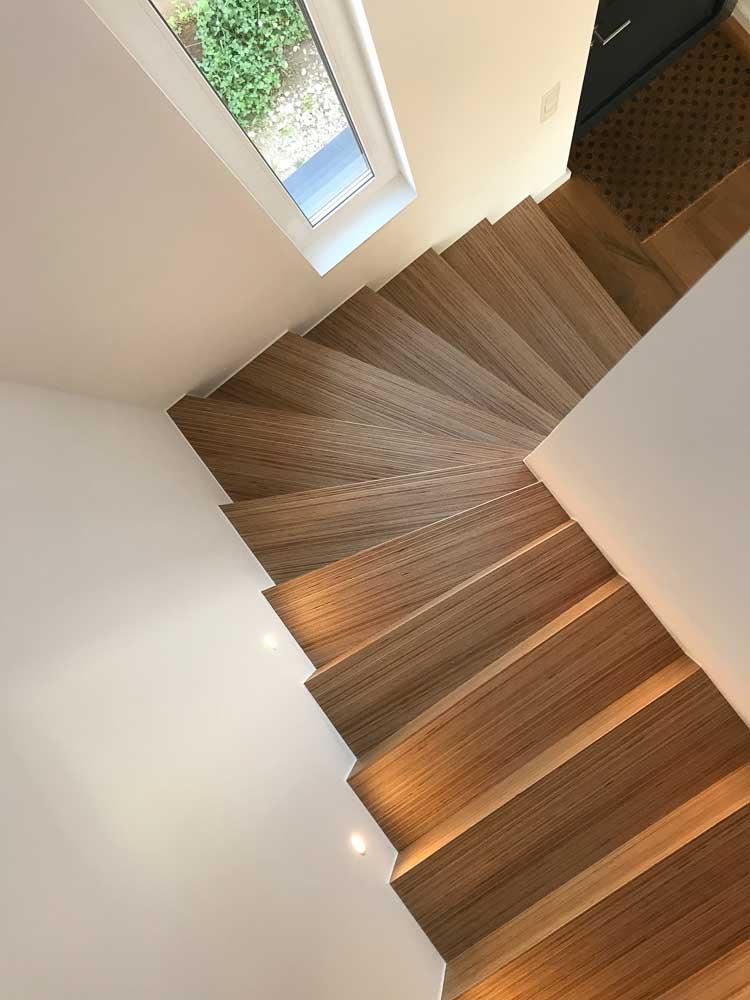 Parkettboden Plexwood (Multiplexboden), Eiche, geölt, Tritt-und Setzstufe aus gleichem Material, auf Gehrung geschnitten